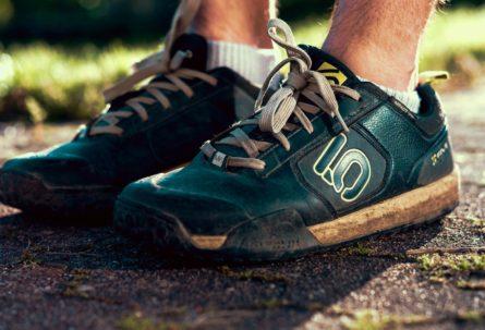 The best downhill shoes – FiveTen Freerider Test