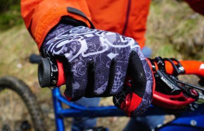 4 mountainbike gloves in comparison!